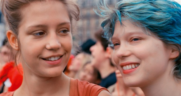 Adéle Exarchopoulos e Léa Seydoux em cena de Azul é a Cor Mais Quente