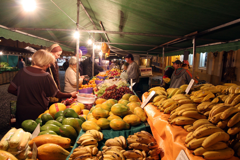 Aparador Hermes Dicoro ~ Conheça as feiras noturnas de Curitiba Guia da Semana