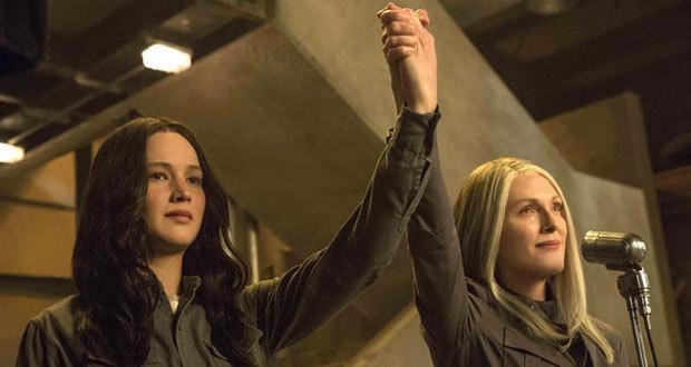 Jennifer Lawrence e Julianne Moore em Jogos Vorazes - A Esperança Parte 1
