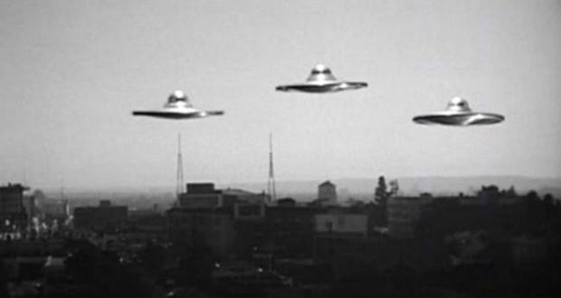 Discos voadores em Plano 9 do Espaço Sideral