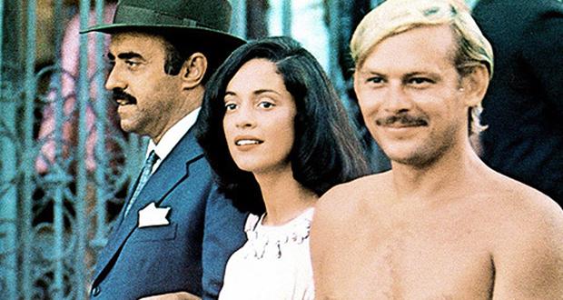 Mauro Mendonça, Sônia Braga e José Wilker em Dona Flor e seus Dois Maridos