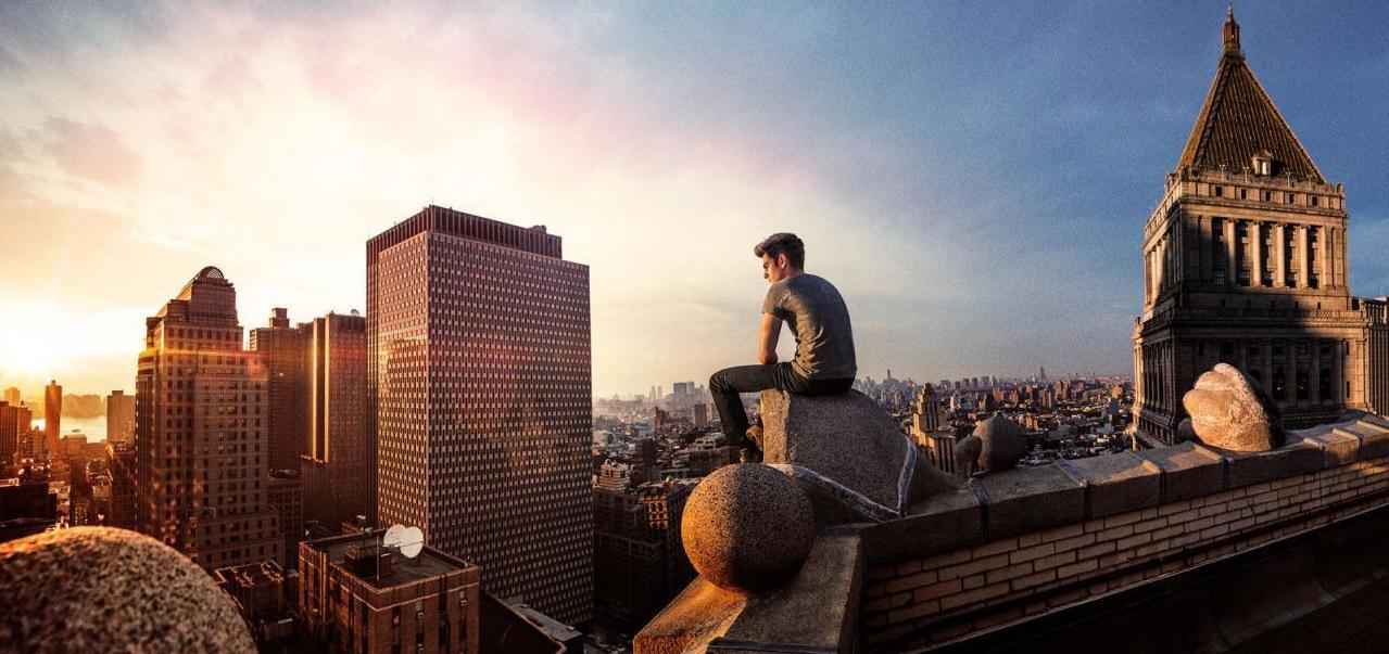Andrew Garfield e vista panorâmica em O Espetacular Homem-Aranha 2