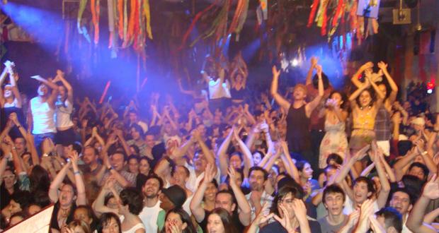 Gambiarra a festa oficial da parada gay the week for Miroir club rio de janeiro