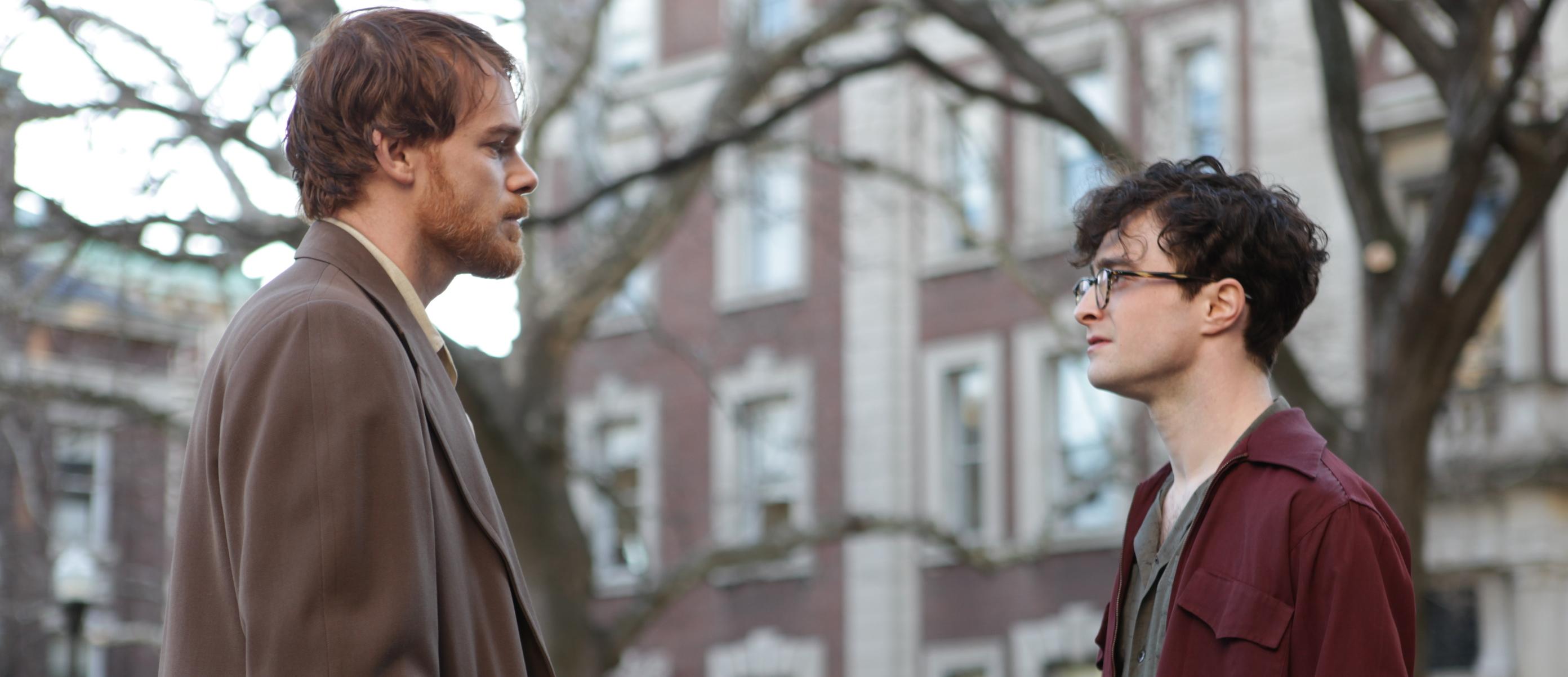 Michael C. Hall e Daniel Radcliffe em Versos de um Crime