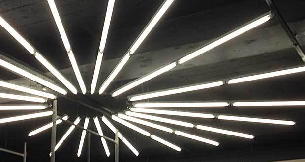 Iluminação no teto do hall de entrada