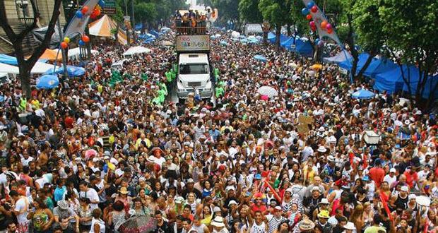 foto do desfile do bola preta