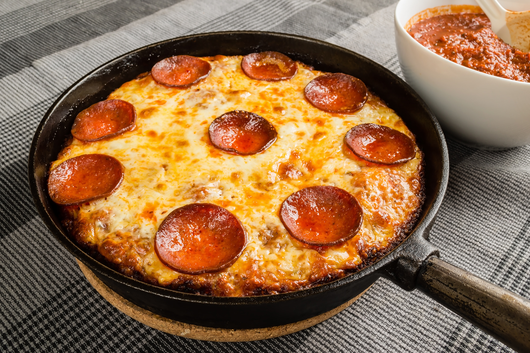 Pepperoni na massa pan: a clássica
