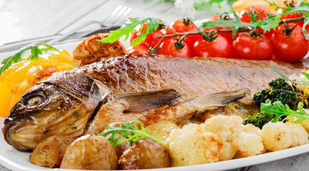 Tilápia assada com legumes