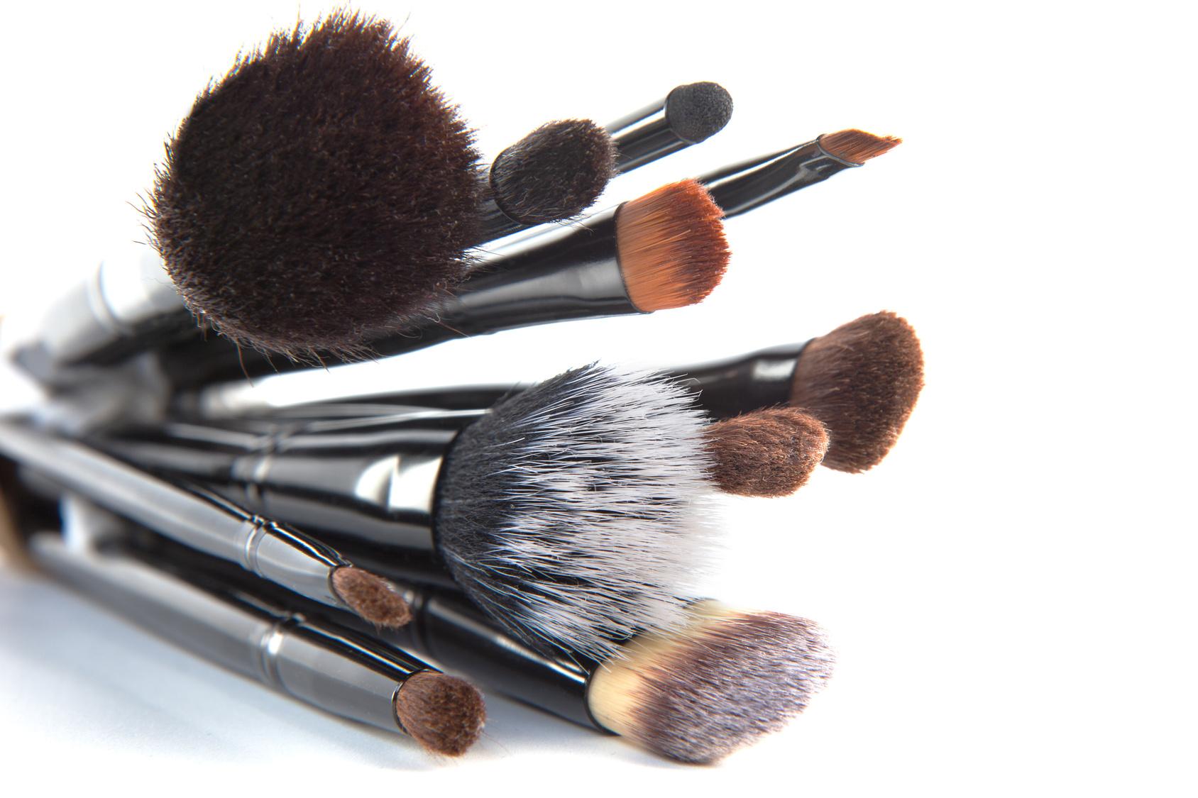 Os pincéis na maquiagem