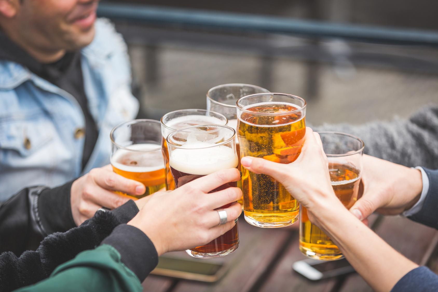 9 bares em São Paulo para curtir um happy hour animado