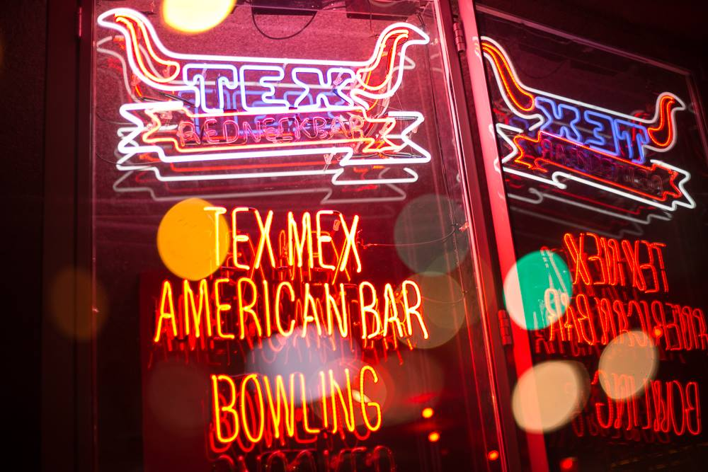 TEX Redneck Bar