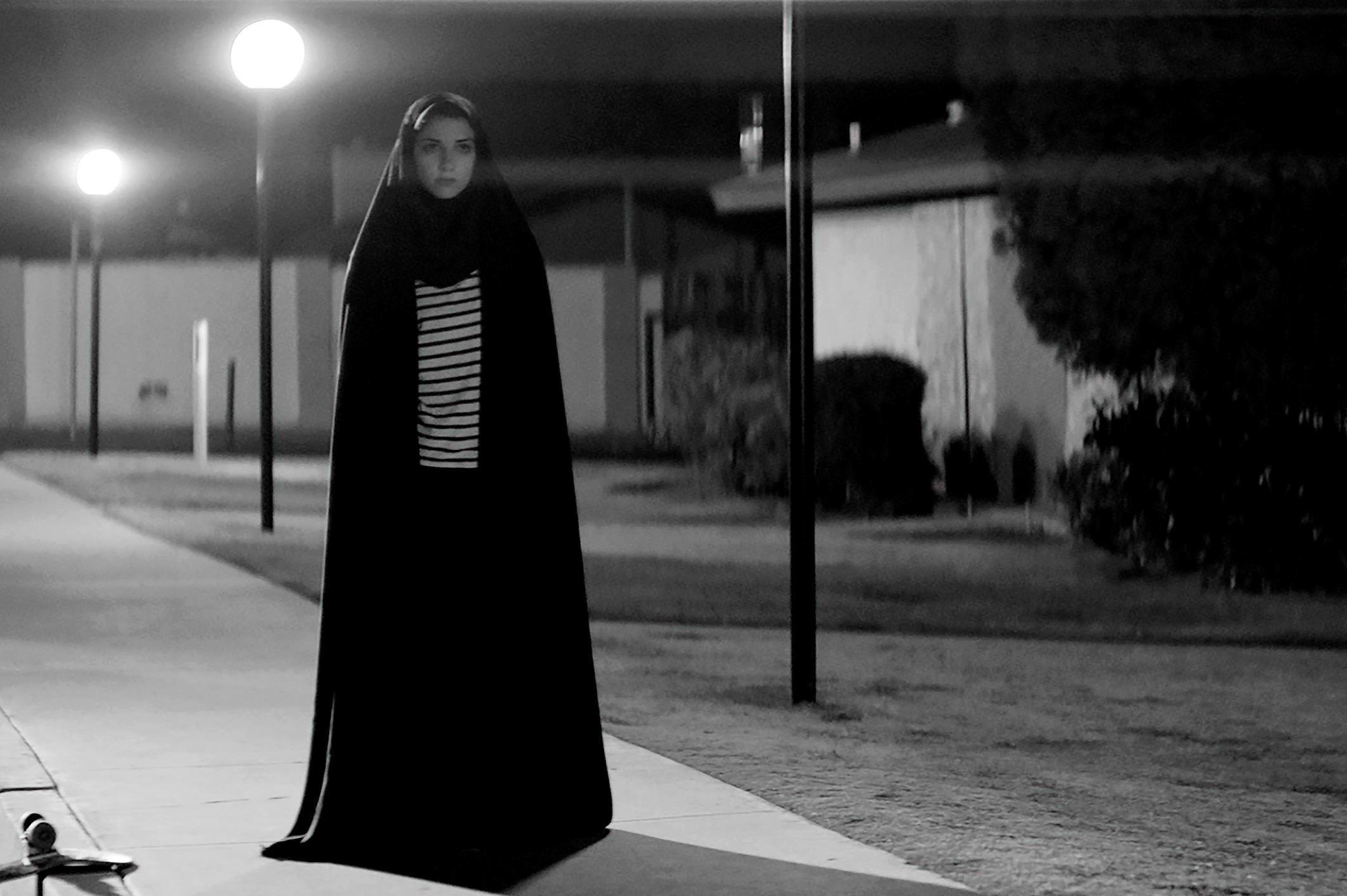 49. Garota Sombria Caminha Pela Noite (2014)