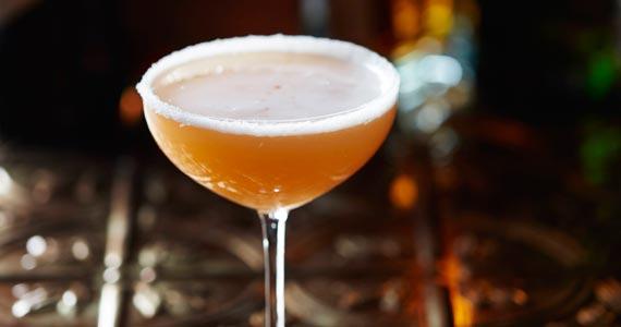 Happy Hour no Bar do Fleming's tem descontos para drinks e aperitivos