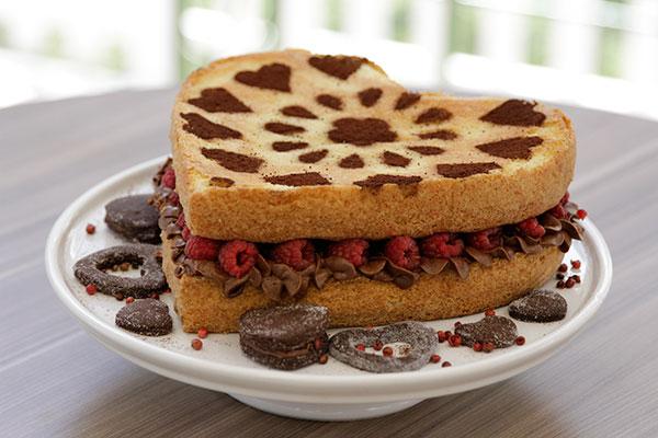 Naked cake de chantily de chocolate com pimenta