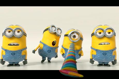 """Quatro minions cantam a """"Banana Song"""", em cena promocional de Meu malvado Favorito 2"""