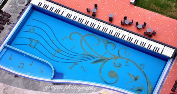 12 piscinas com formatos curiosos guia da semana - Formas de piscinas ...